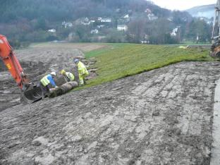 Laying VMax Shear Stress Turf (Conwy Fas)