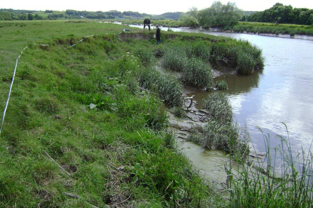 Bank erosion on the River Twyi threatening a high pressure gas pipeline