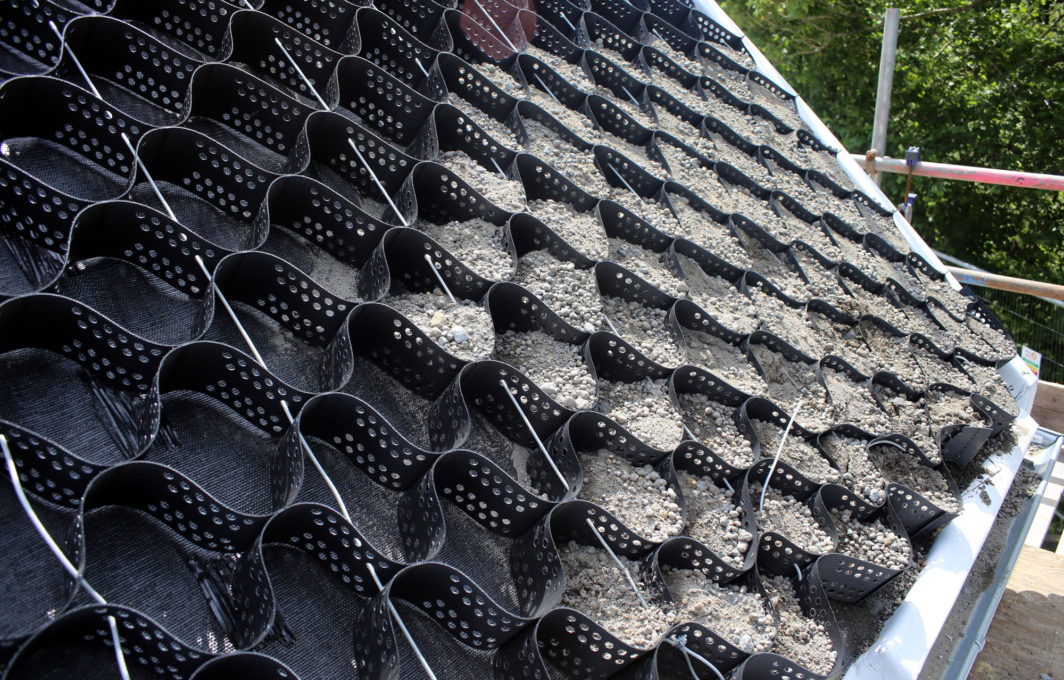 Geotextile cells as a base for the green roof